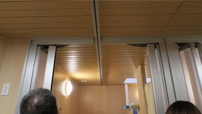 清瀬療護園見学 脱衣室から個浴室へ、乗換え不要アクセス。レールが通過しても扉を閉められる構造