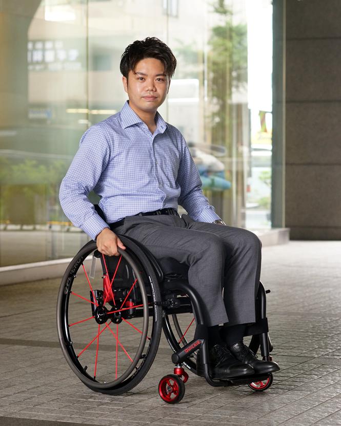 自然と身体に馴染む 車椅子 ニトロム 日本人モデル 男