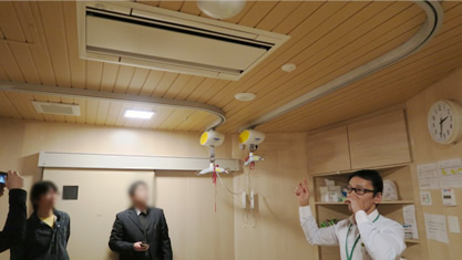 清瀬療護園見学 方向転換も自在でスムーズな曲線天井レール(脱衣室)