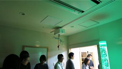 清瀬療護園見学 スヌーズレン室の天井走行リフト