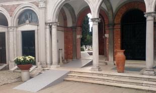 イタリア・サン・ミケーレ島の教会