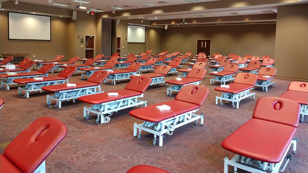 大規模大学への設置 2セクション トレーニングテーブル 米国w.jpg