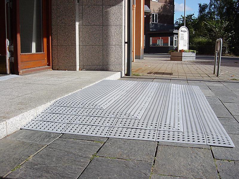 商店の入口2.jpg