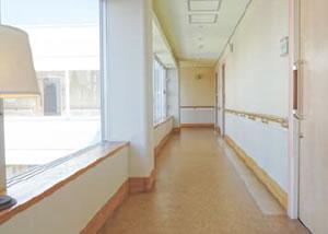 アビリティーズコート府中 内廊下に面した各居室の玄関