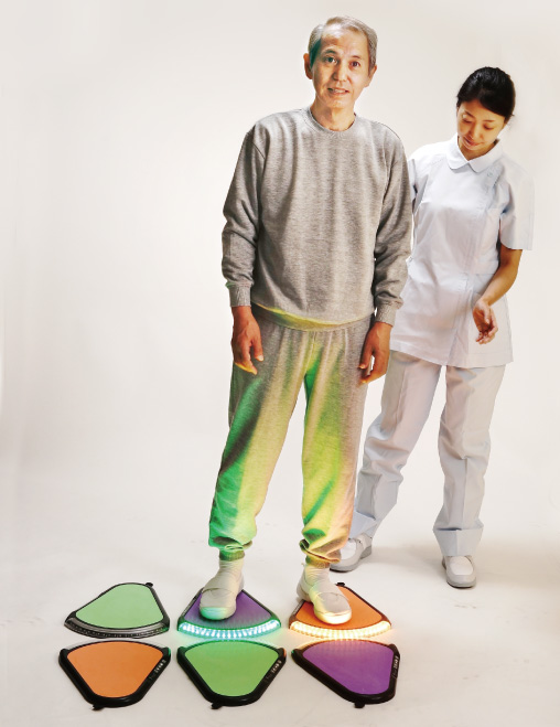 床に配置し脚でカラーマッチする例。 トレアックスパッド