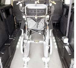 安全でフラット荷台にもなるジニアスランプ3