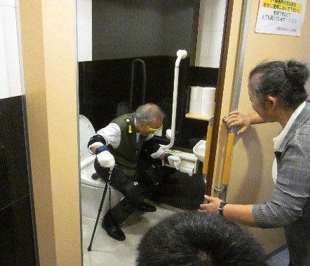 高齢者のトイレ使用の問題を体験