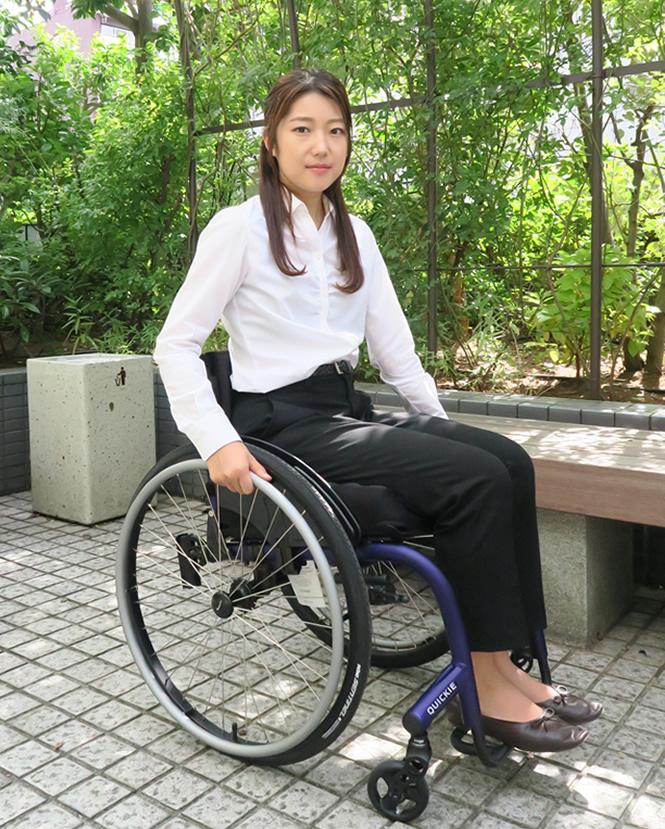 自然と身体に馴染む 車椅子 ニトロム 日本人モデル 女