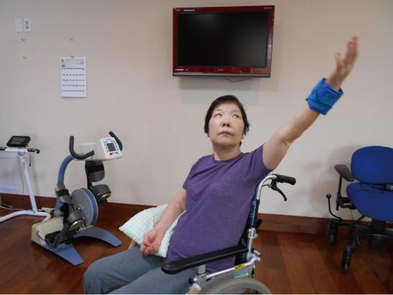 上半身の筋力強化:ダイナミックな動きの中でスムースな動きを再学習します。