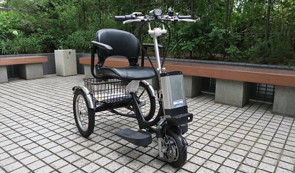 ほぼ電動自転車のスタイル。前面の高い位置にあるバッテリーも扱いやすい。
