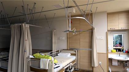 清瀬療護園見学 静養室の各ベッドへのリフト移動