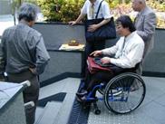 バリアフリーチェック:段差や階段が認知しやすく危険はないか