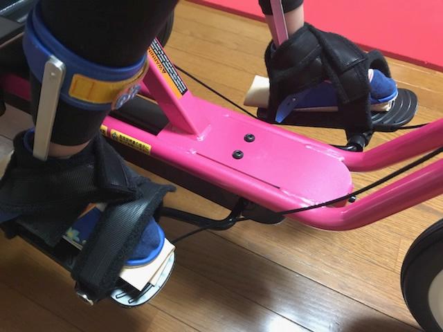 ックとループストラップで足がしっかりと固定されます。