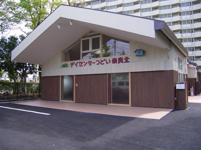 デイサービスつどい奈良北 施設の玄関前の様子